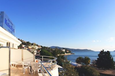 villa_overlooking_the_sea