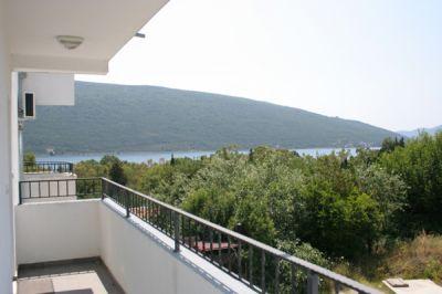 balkon_lijevo_apartmani_montra_kumbor_crna_gora