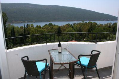 balkon_pogled_more_apartmani_montra_kumbor_crna_gora.jpg