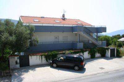 kuca_parking_apartmani_montra_kumbor_crna_gora montra kumbor