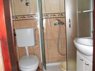 kupatilo_apartmani_klakor_tivat_crna_gora