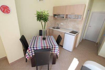 kuhinja_i_trpezarija_apartmani_tre_sorelle_kumbor