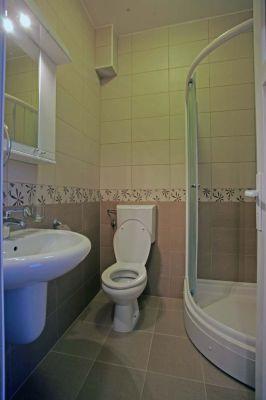 three_bed_room_bathroom_apartments_obala_katic
