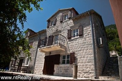 4 traditional dalmatian villa in muo with balcony for sale €375,000, Kotor