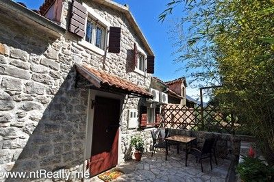 kotor bay muo,town house for sale 159 (41) traditional dalmatian villa in muo with balcony for sale €375,000