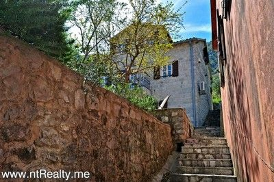 kotor bay muo,town house for sale 159 (46) traditional dalmatian villa in muo with balcony for sale €375,000