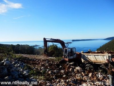 p1130897 lustica-zanjice, plot with views over forts mamula, arza and prevlaka for sale €169,500