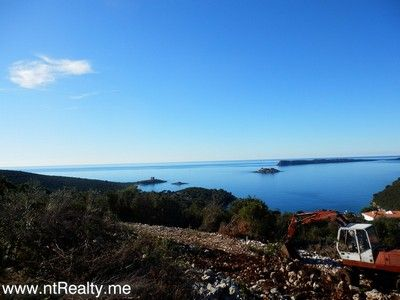 p1130901 lustica-zanjice, plot with views over forts mamula, arza and prevlaka for sale €169,500