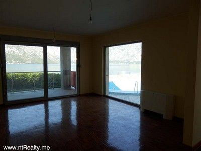p6190035 stoliv 2 bedroom  with pool for sale €250,000, Kotor