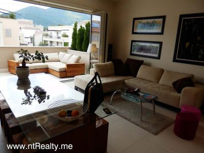 p7050062 porto montenegro luxury  overlooking pool and marina for sale €690,000, Tivat