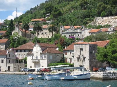 13 spacious house, situated 20 metres from the waterfront in perast