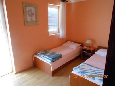 dscn4443 1 i sobe vila vali, Njivice