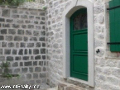 kotor old town apartment for sale (5) kotor old town - elegant 2 en-suite bedroom  with use of courtyard for sale €185,000