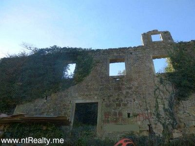 p1150947 kotor bay - stoliv, captains villa ruin with views over perast for sale €180,000