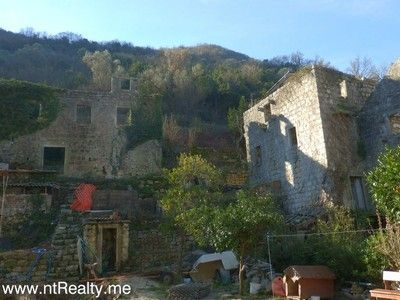 p1150963 kotor bay - stoliv, captains villa ruin with views over perast for sale €180,000
