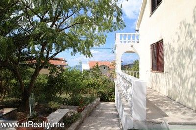 tivat, przice house 167 (15) tivat - przice, split level house minutes from kotor and tivat for sale €125,000