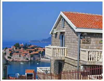 vila la med   sveti stefan la med accommodation