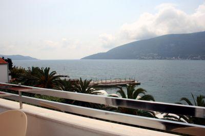 terrace_over_the_beach