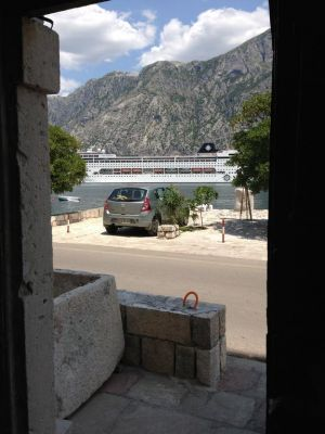 18354139 old mariner guest house, Kotor