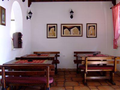 tavern1 s villa ferri, Kotor