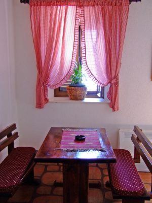 tavern2 s villa ferri, Kotor