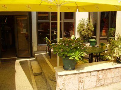 p7250137 caffe bar alba, Tivat