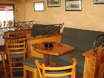 p7250035 caffe mažestik, Tivat