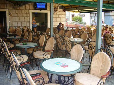p7250041 caffe mažestik, Tivat
