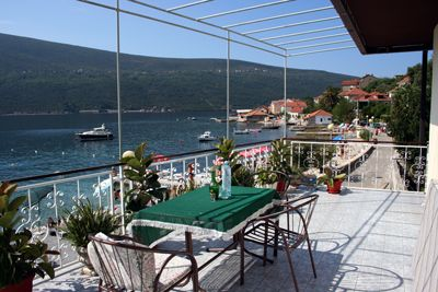 balkon iznad mora