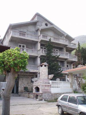 p1010010 prodajem 5 stanova, Baosici